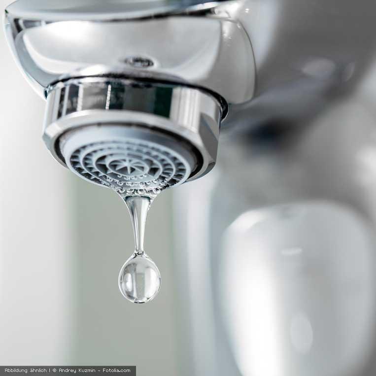 fliessend sauberes Wasser aus dem Wasserhahn