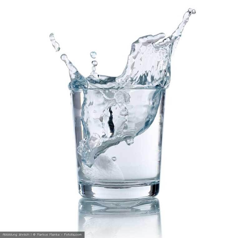 gefiltertes Wasser im Glas