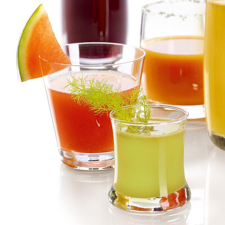 Fruchtsaft mit dem Omega Juicers 8226