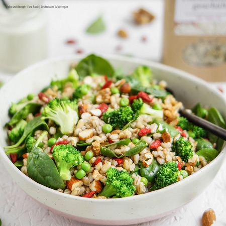 Superfood Salat mit Hanfsamen-Dressing